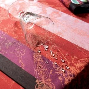 ガルニエ・ティエボーテーブルクロス パラスルビーの撥水イメージ
