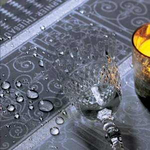 ガルニエ・ティエボーテーブルクロス チュイルリーシルバーの撥水イメージ