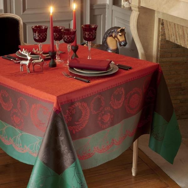 ガルニエ・ティエボー クリスマスフォレスト レッド テーブルクロス