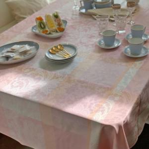 ガルニエ・ティエボー ピンク テーブルクロス
